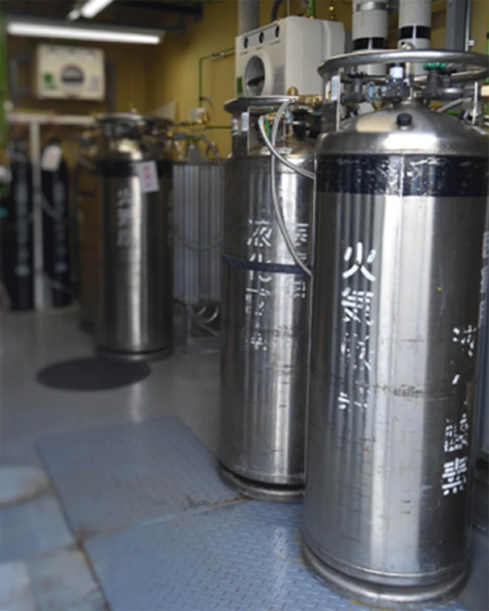 酸素マニホールド室